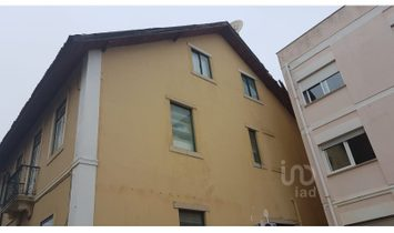 3 bedrooms Building for Sale