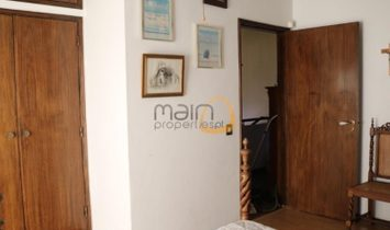Charming villa with 5 bedrooms in Estói