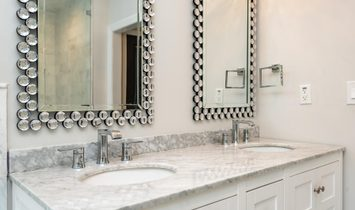 Stunning Full Renovation In The Heart Of Buckhead Near Lenox, Phipps, And More.