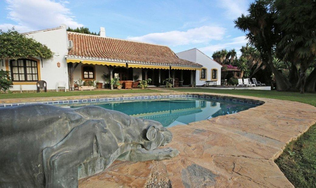 San Pedro de Alcántara Villa