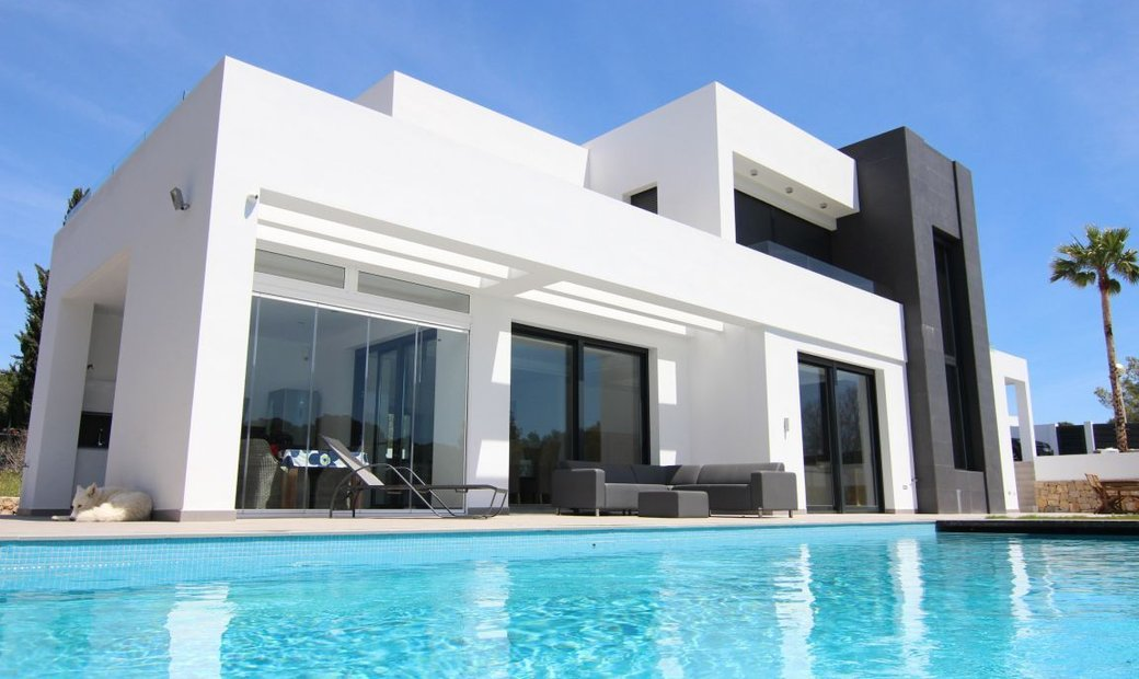 Minimalist style villa built in 2017, with 4 bedrooms, 3 bathrooms and South facing plot plain and b