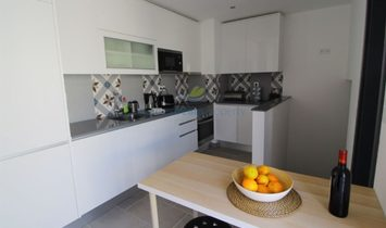 Building with restaurant and 2 bedroom apartment for sale in Albufeira and Olhos de Agua