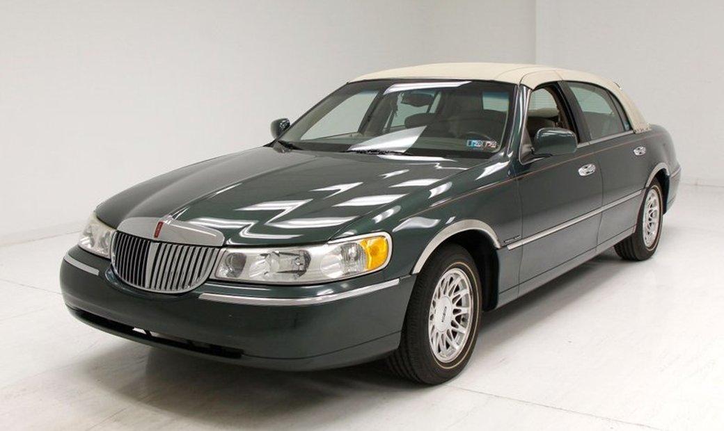 1999 Lincoln Town Car In Morgantown