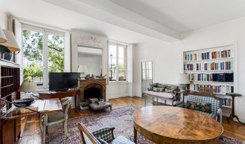 Paris 4th District – A superb pied a terre in a prime location