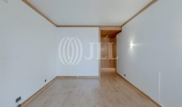 3-bedroom apartment with parking in Amoreiras, Lisbon