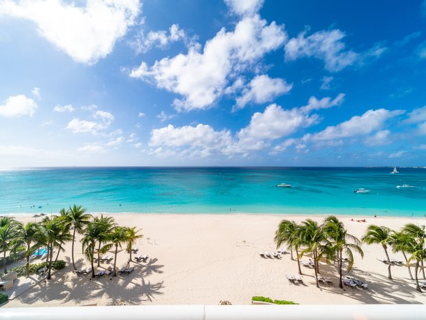 Condo in George Town, Cayman Islands 1