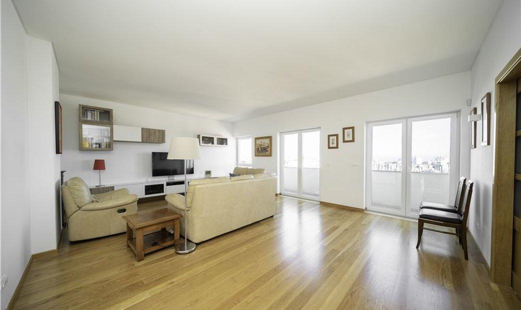 Condo/Apartment - T5 - For Sale - Areeiro, Lisbon