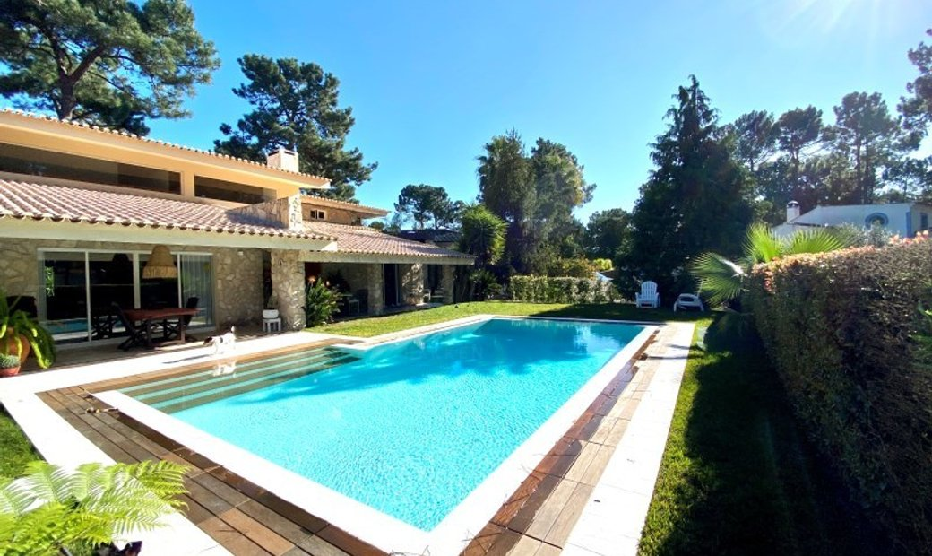 Villa V5 in The Estate of Aroeira, with heated swimming pool