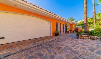 Ideal best location 349 m2 villa in Torrequebrada, Benalmádena