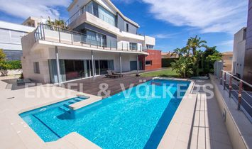 Villa in Alicante, Land Valencia, Spanien 1