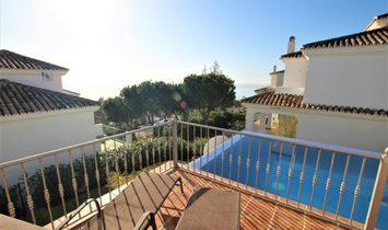 Villa  for sale in Benalmadena, Málaga