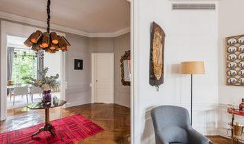 Luxury Apartment In Paris 16th