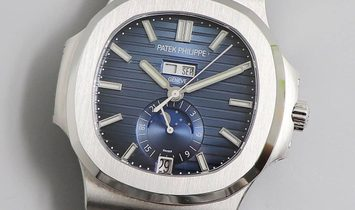 Patek Philippe [2019 NEW] Nautilus Annual Calendar Moon Phase 5726/1A Gradient Blue Dial