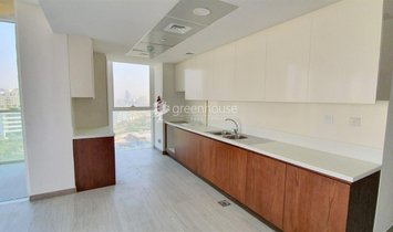 Prime Unit with Branded Appliances and High-end Amenities