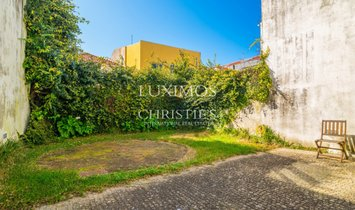 Contemporary house with garden, for sale, in Matosinhos, Portugal