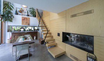 NEL BOSCO VILLA DALL'ARCHITETTURA ORIGINALE