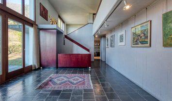 VILLA CONTEMPORANEA CON ARCHITETTURA ORIGINALE