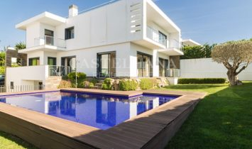 Excellent villa with swimming pool, garden and sea view in Estoril