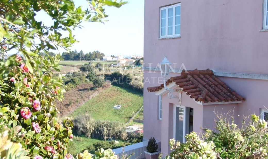 Villa Necklaces with garden and swimming pool