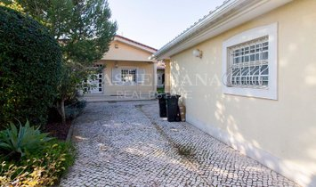 4+1 bedroom Villa with garden, swimming pool and garage in Cascais.