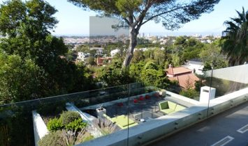 Cascais. Modern villa with large terraces and sea views.