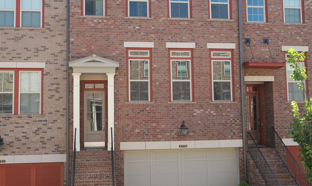 Upscale Townhome In Perimeter/Dunwoody Location