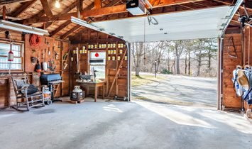 Ranch With A Studio And Garage Within The National Seashore