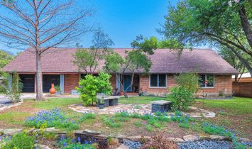 Charming Mid Century Estate In Northwood