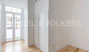 Completely refurbished 4 bedroom apartment