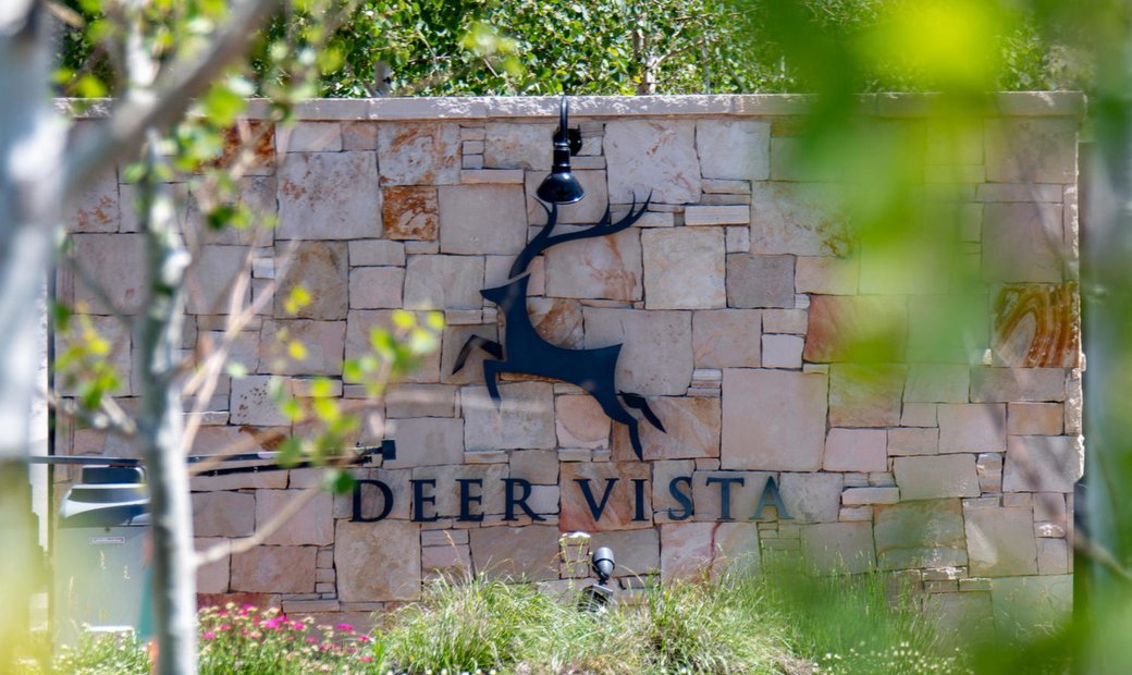 Deer Vista Estate With A 32 Acre Backyard