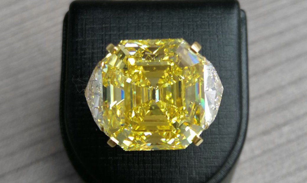 MEN'S DRESS RING  27.3 CARAT FANCY VIVID YELLOW DIAMOND