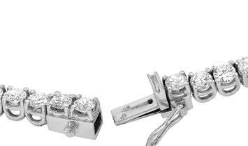 Non Branded LB Exclusive 18K White Gold 23.58 ct Diamond Necklace