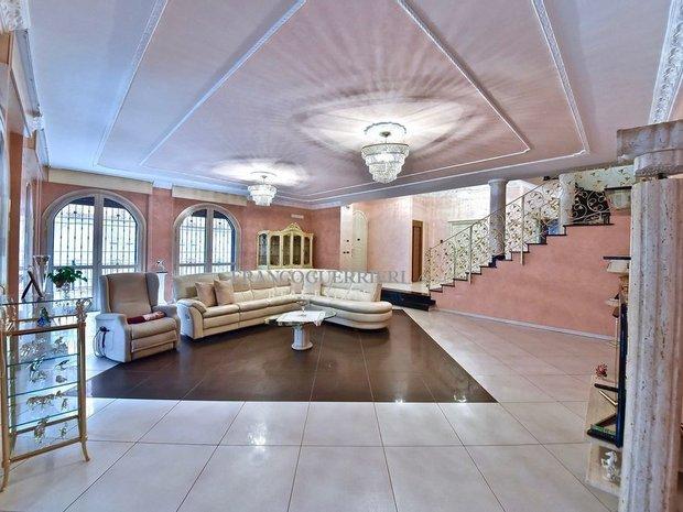 Villa in Cinisello Balsamo, Lombardy, Italy 1