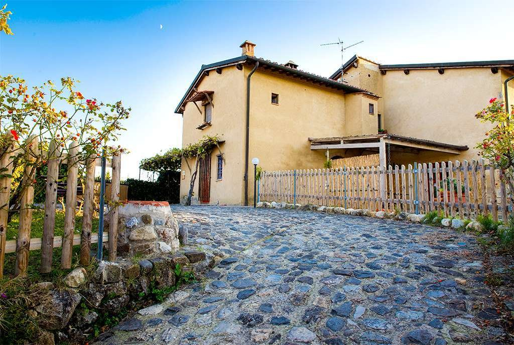 Country House in San Gimignano, Tuscany, Italy 1 - 10980252