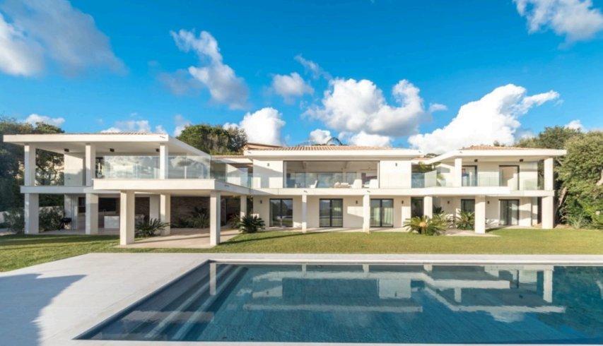 Villa in Grimaud, Provence-Alpes-Côte d'Azur, France 1 - 10986032