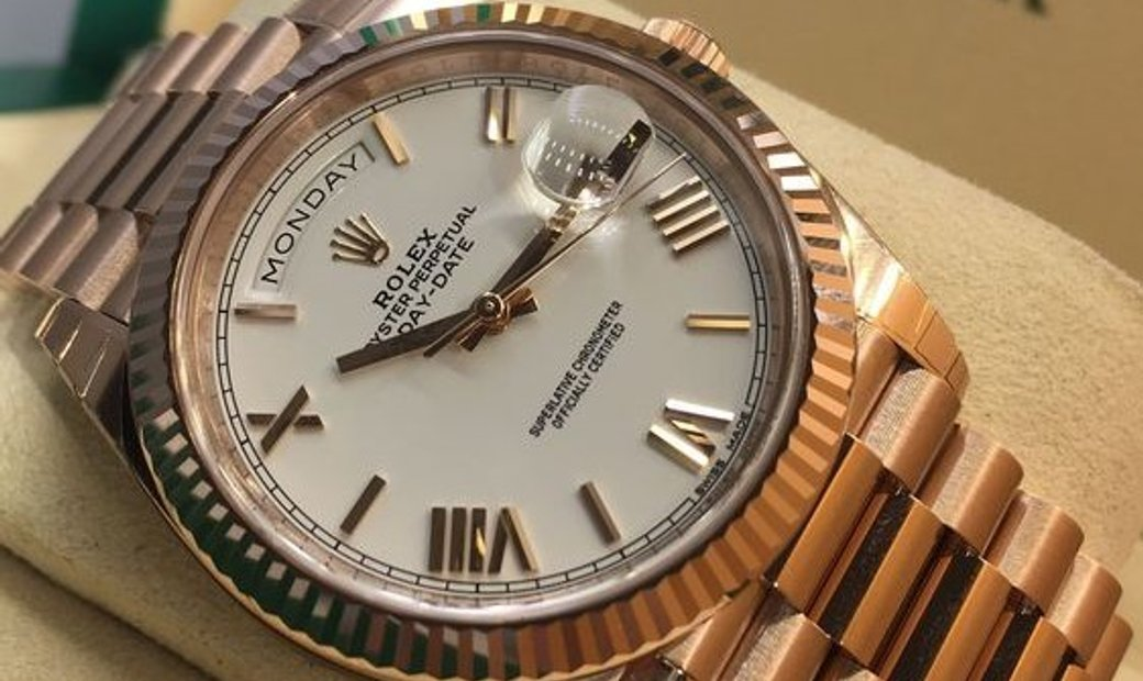 Rolex Day-Date 40 228235-0032 18 Ct Everose Gold White Dial