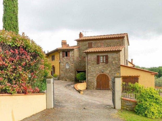 Estate in Prato, Tuscany, Italy 1