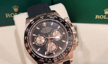 Rolex Daytona Cosmograph 116515LN-0017 18 Ct Everose Gold Black and Pink Dial