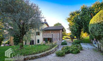Villa in Ponti sul Mincio, Lombardy, Italy