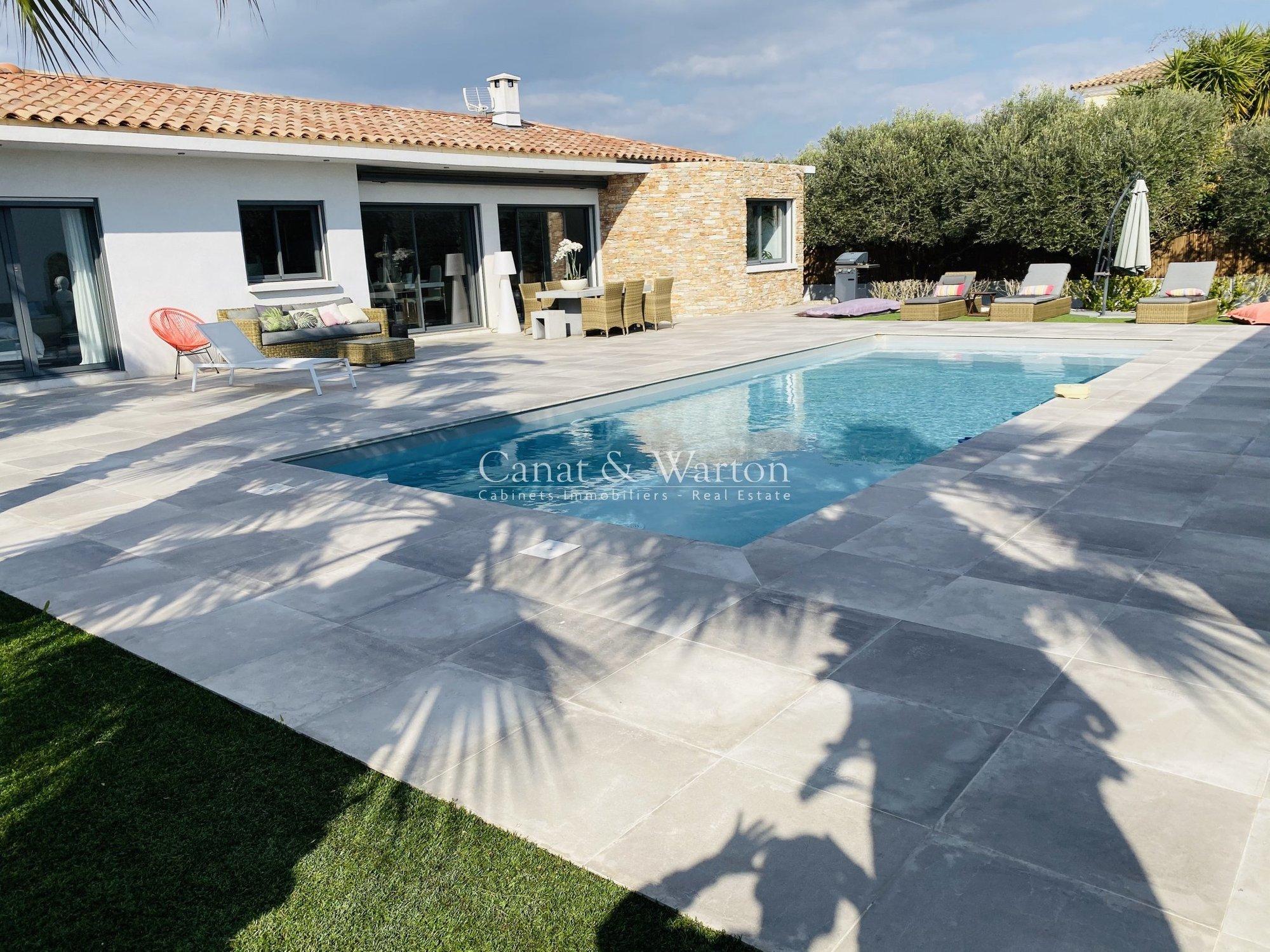 Villa in Hyères, Provence-Alpes-Côte d'Azur, France 1