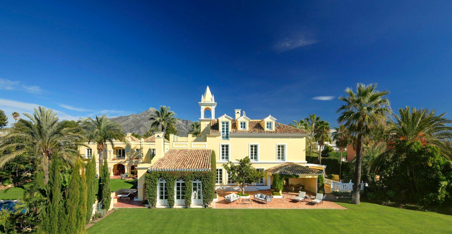Villa in Nueva Andalucía, Andalusia, Spain 1