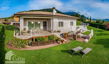 Villa in Caprino Veronese, Veneto, Italy 1