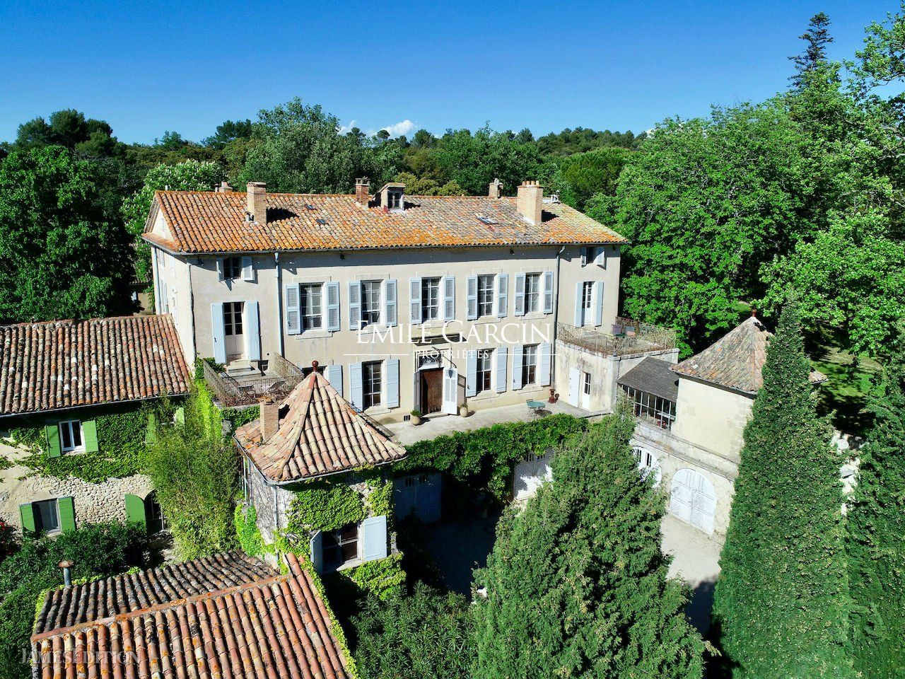 Estate in Grambois, Provence-Alpes-Côte d'Azur, France 1