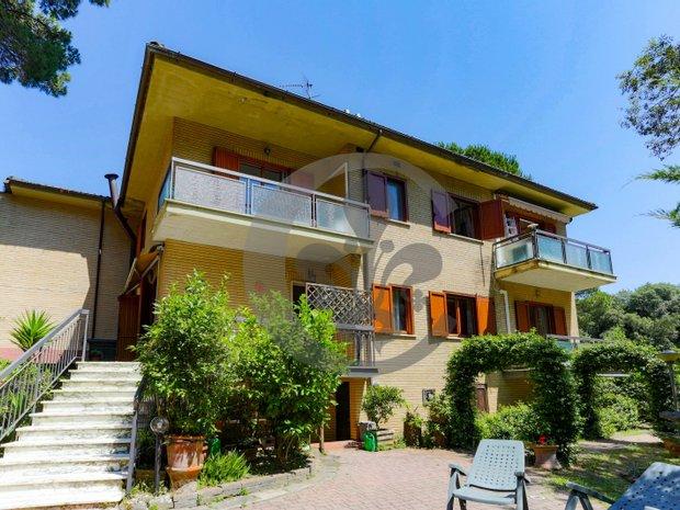Villa in Quartiere Lagomare, Tuscany, Italy 1