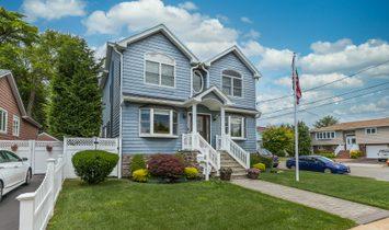 House in Massapequa, New York, United States 1
