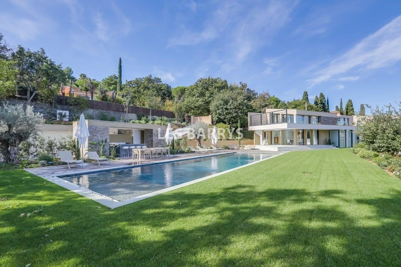 Villa in Saint-Tropez, Provence-Alpes-Côte d'Azur, France 1 - 10997908