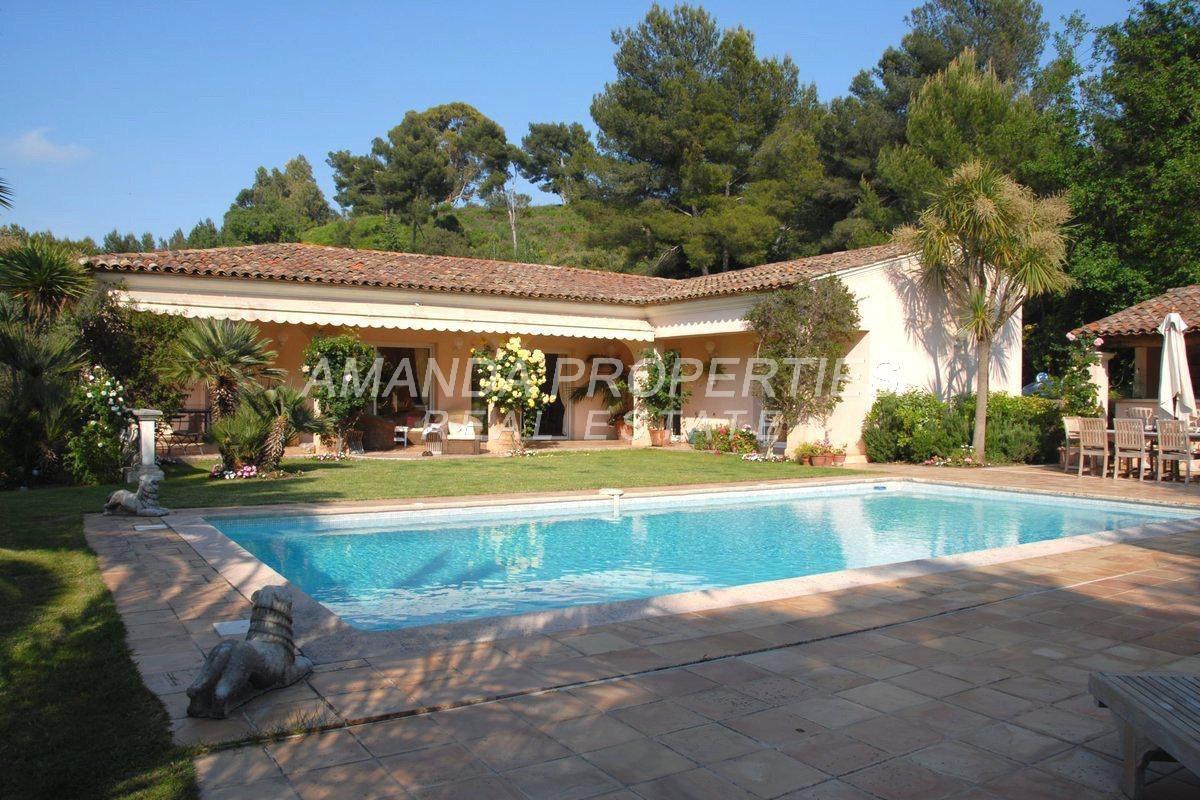 Villa in Le Cannet, Provence-Alpes-Côte d'Azur, France 1 - 10877482