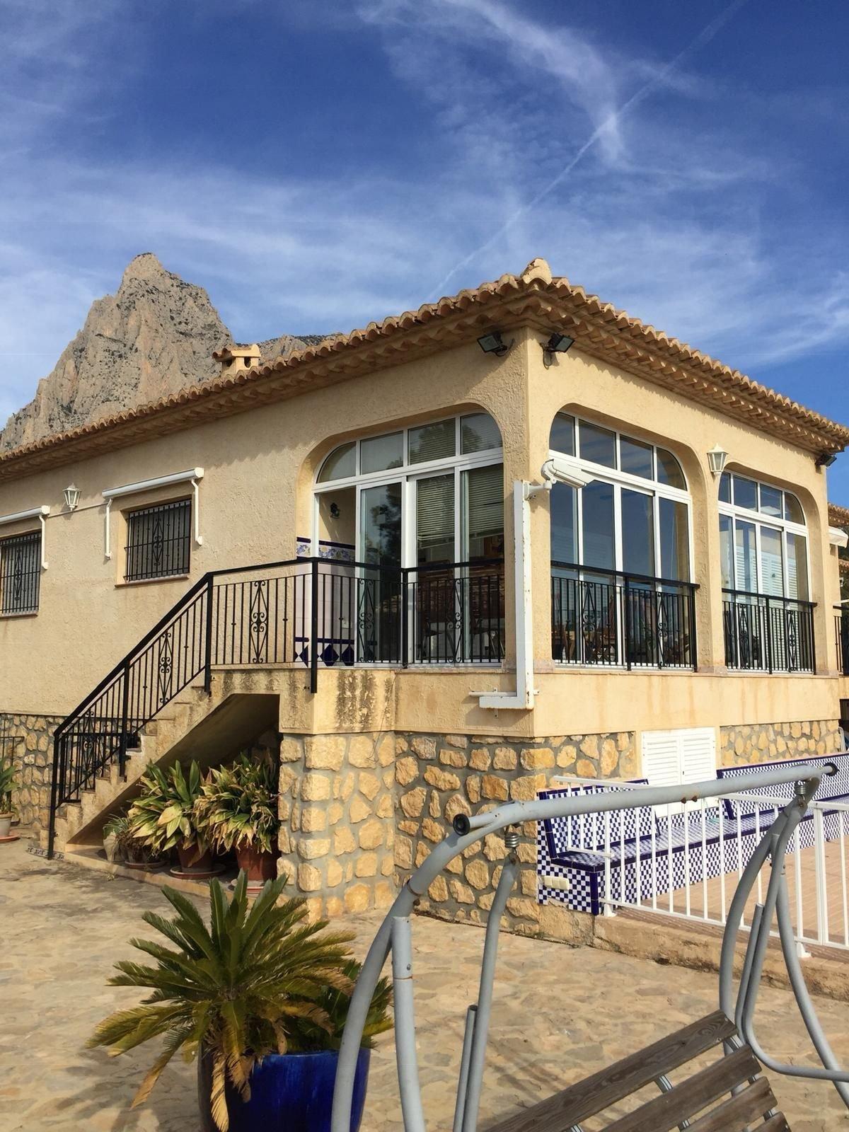 Chalet in Alicante, Spain 1