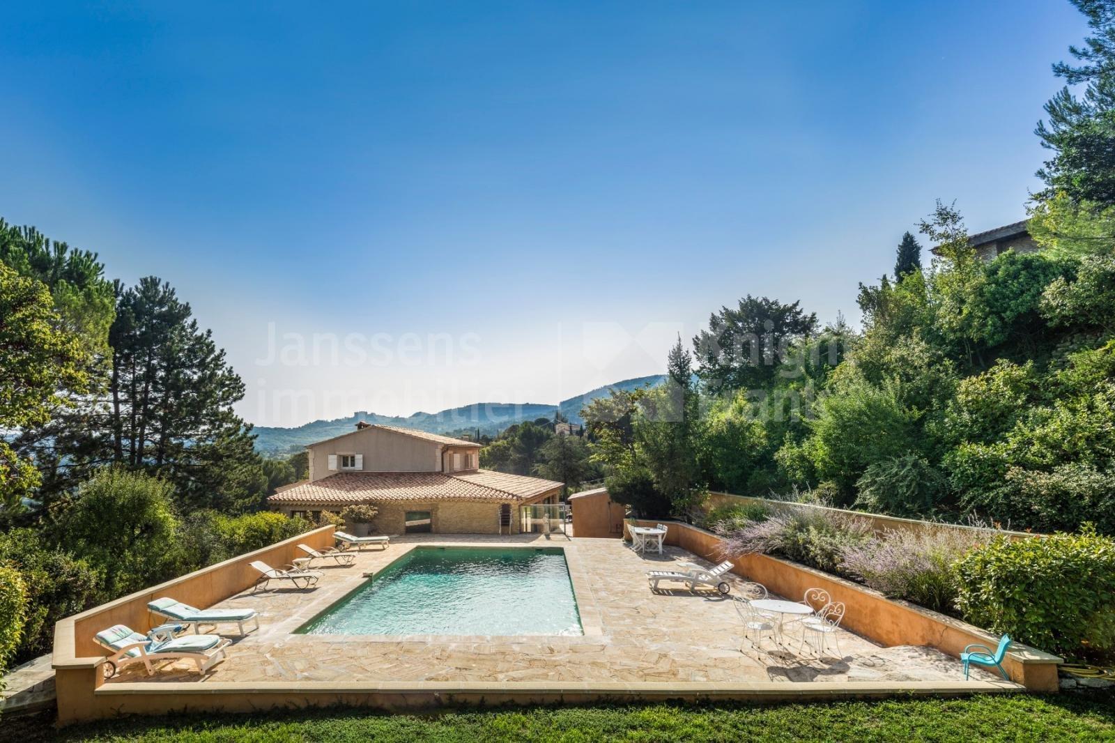Villa in Apt, Provence-Alpes-Côte d'Azur, France 1