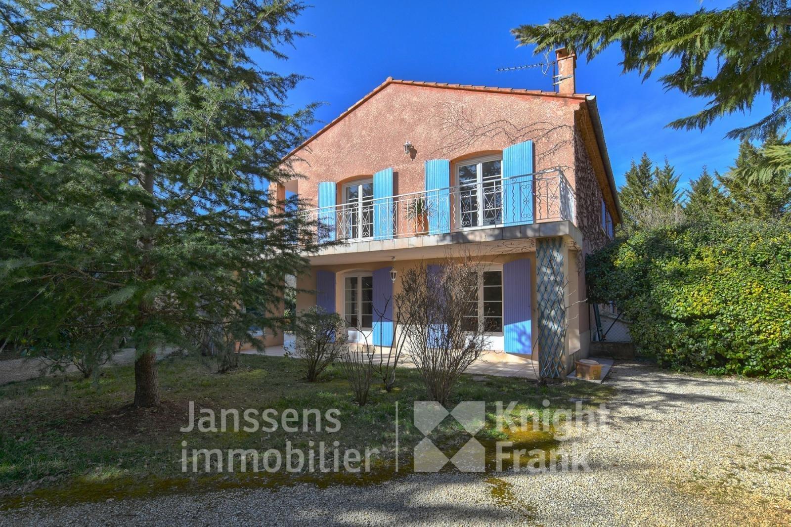 Villa in Peypin-d'Aigues, Provence-Alpes-Côte d'Azur, France 1